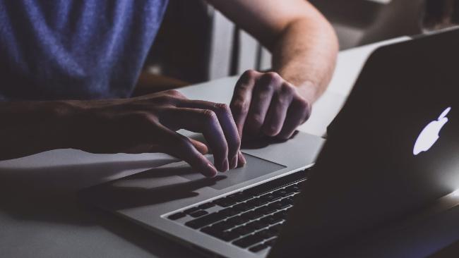Czy można zostać programistą bez studiów? Przegląd możliwości