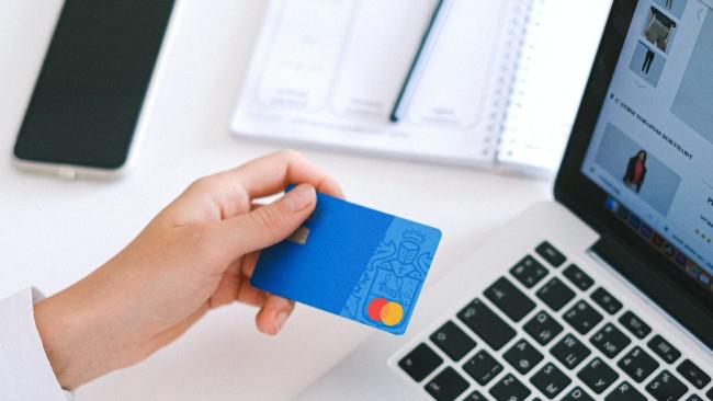 Przeniesienie karty kredytowej - jak to zrobić?