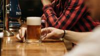 Restauratorzy z Krosna nie chcą płacić koncesji za sprzedaż alkoholu. Złożyli petycję