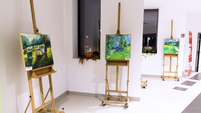 Galeria sztuki w galerii handlowej