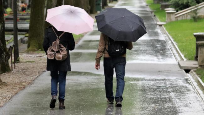 Intensywne opady deszczu i możliwe lokalne podtopienia