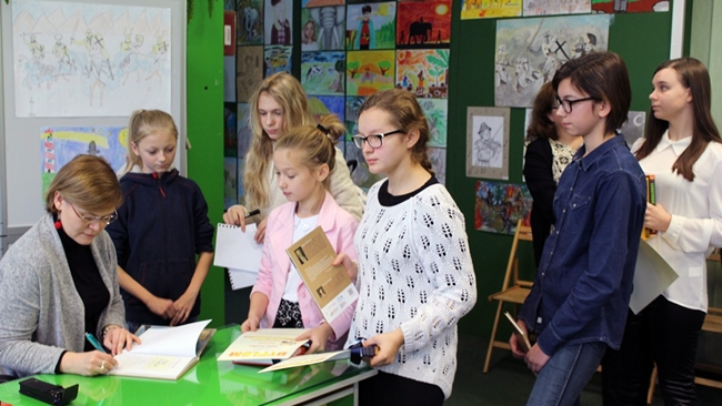 Jak pisać biografie? Anna Czerwińska-Rydel na spotkaniu z młodymi czytelnikami