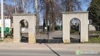 Krosno zamknęło cmentarze dla odwiedzających. Rzecznik rządu: Zakazu wstępu nie ma