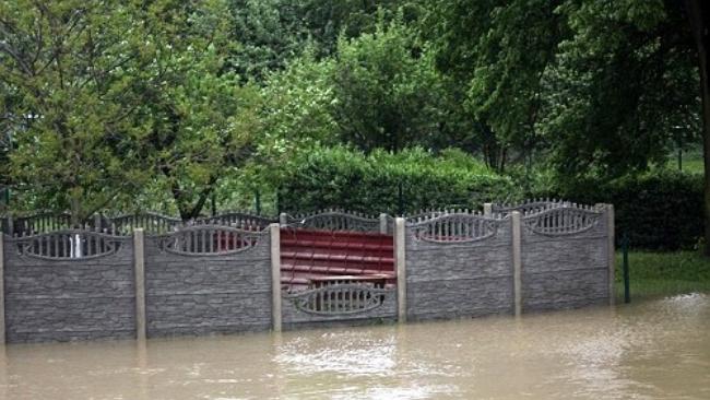 IMGW ostrzega przed intensywnymi opadami deszczu i wzroście poziomu wody