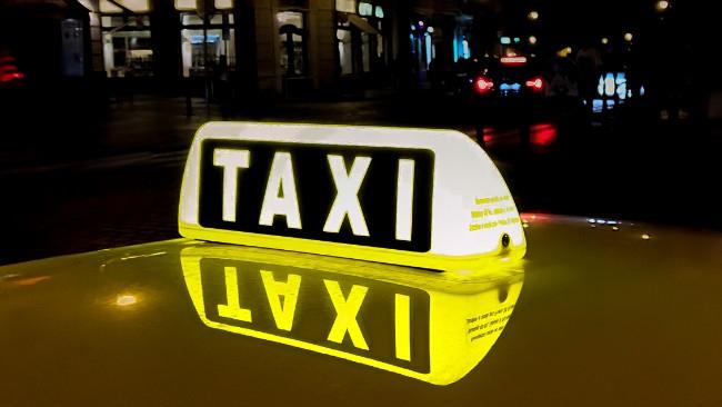Zmieniają się stawki za przewozy taksówkami. Powstanie jedna strefa