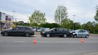 Zderzenie trzech samochodów na Niepodległości w Krośnie