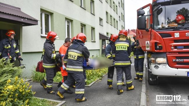Pożar mieszkania na Popiełuszki. Poszkodowany starszy mężczyzna