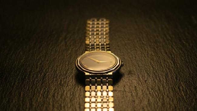 Złote zegarki na każdą kieszeń i okazję? Sprawdź, co proponują Ci ich producenci!