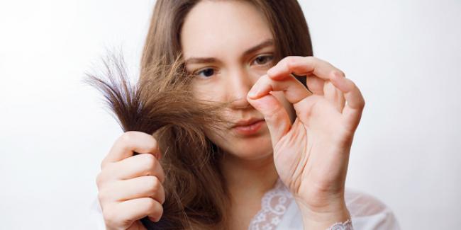 Jak zatrzymać wypadanie włosów – najlepsze sposoby