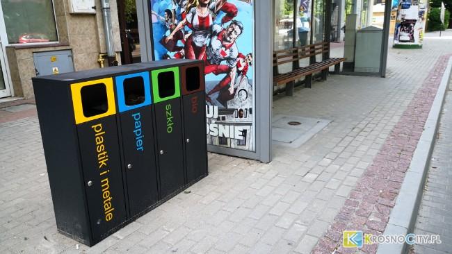 Przy przystankach pojawiły się stacje do segregacji odpadów