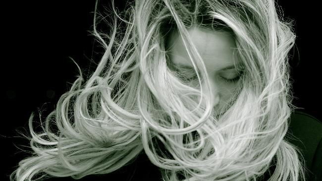 Dlaczego włosy wypadają? 3 najczęstsze przyczyny