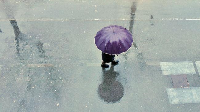 W środę i czwartek pochmurno i deszczowo. Uporczywy niż nie odpuści