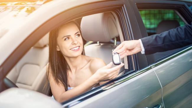 Jak wypożyczyć samochód aby nie żałować? O tym musisz pamiętać!