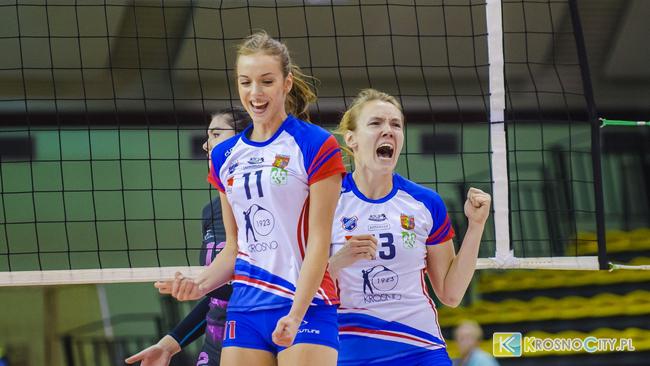 Wygrana siatkarek z Krosna. Seniorki pokonały AZS AWF Warszawa 3:1 [ZDJĘCIA]