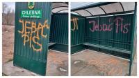 """""""Jeb** PiS"""". Wandale zdewastowali przystanek w Chlebnej i Piotrówce"""