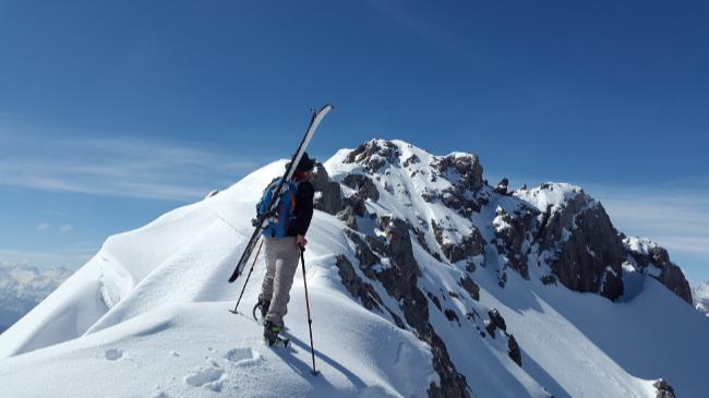 Pomagamy w doborze nart dla początkujących