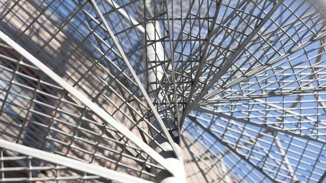 Wytrzymałość nowoczesnych konstrukcji stalowych - od czego głównie zależy?