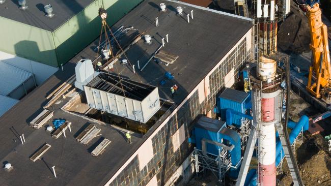 W elektrociepłowni montują nowy kocioł na biomasę