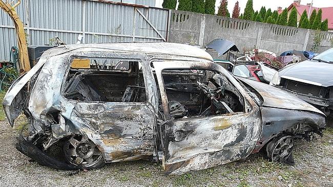 Zginęła 19-latka. Kierowca i pasażer podpalili pojazd