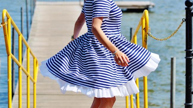 Marynarskie sukienki - ale jakie buty?