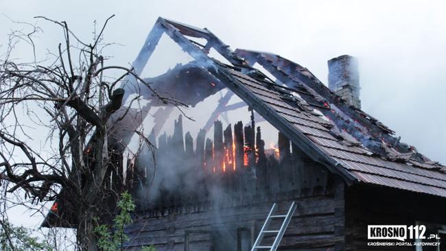 Jedna osoba zginęła w pożarze w Cergowej. Ogień był widoczny z sąsiedniej miejscowości