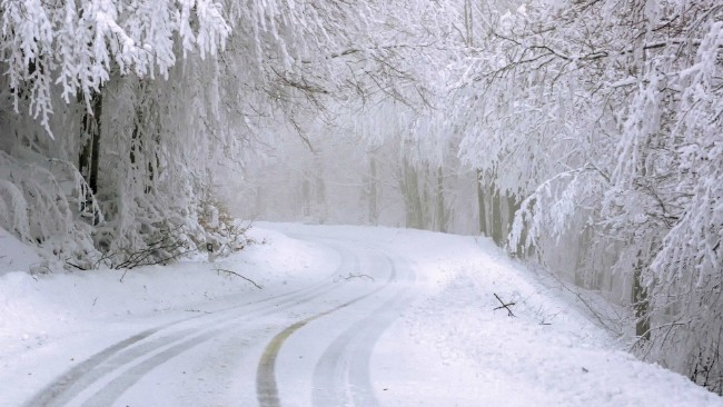 Nadchodzą intensywne opady śniegu oraz zawieje i zamiecie śnieżne. Alert meteorologiczny