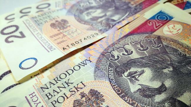 Zarzuty żądania i przyjęcia korzyści majątkowej dla byłej pracownicy Urzędu Skarbowego w Krośnie