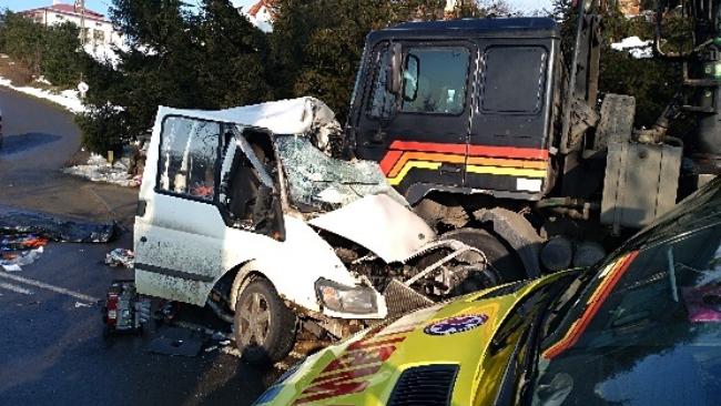 PODKARPACIE: Zderzenie busa z tirem. Dwie osoby zginęły