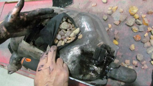 Kamienie bursztynu w tłumiku [ZDJĘCIA]